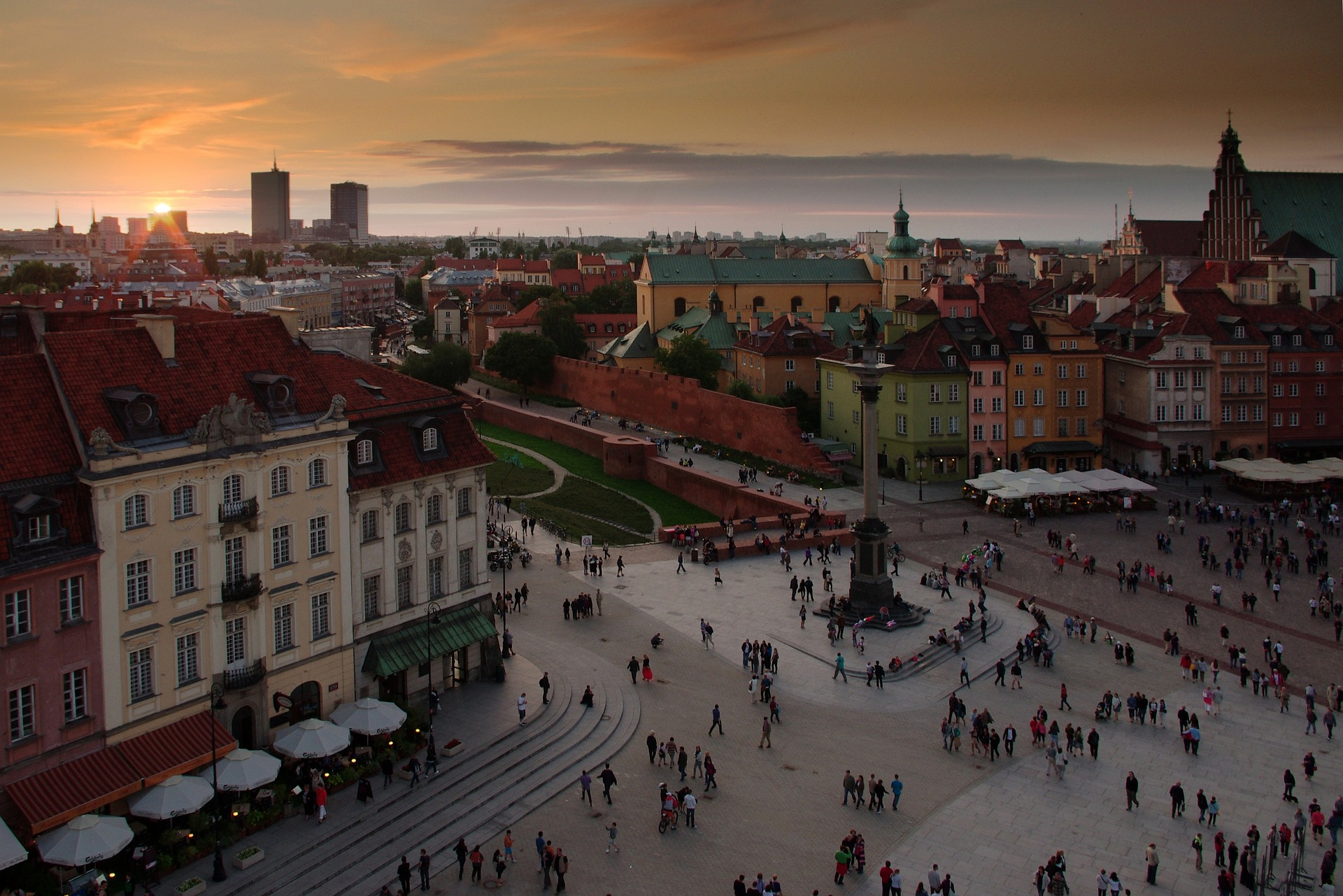 Poland ETFs Jump After Dodging Credit Downgrade
