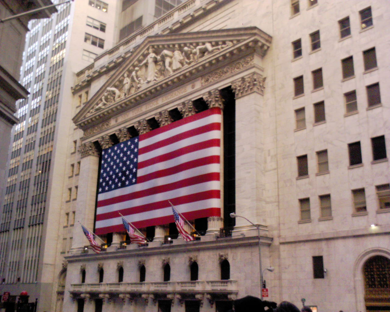 U.S. Stock ETFs Dip Ahead of Trump's Swearing-in
