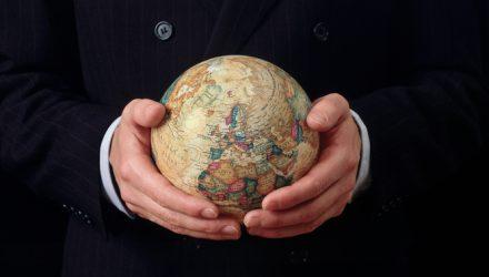 A Fundamental Index-Based ETF Strategy to Diversify a Portfolio