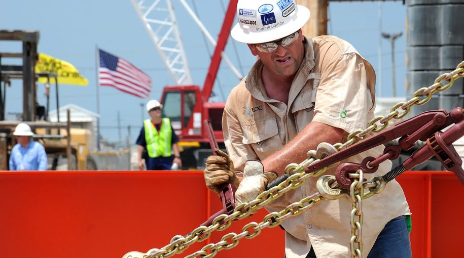 Shale Output Seen Suppressing Oil Prices