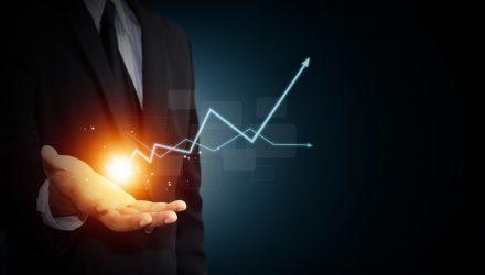 Stock Investors: Don't Fear Flattening Yield Curve