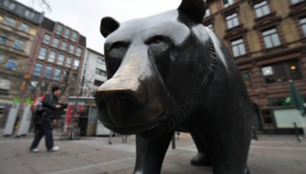 How to Invest in a Bear Market and Top Stocks