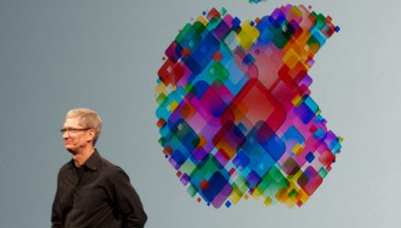Apple Hits $1 Trillion Market Cap